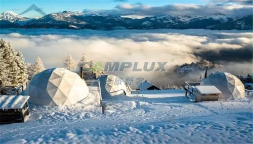 坐落在瑞士阿尔卑斯山上星空球形帐篷酒店