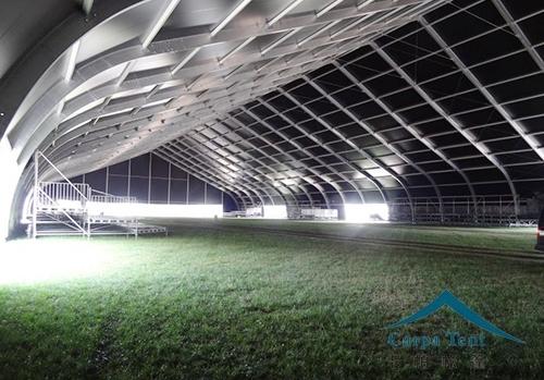 足球场弯柱篷房