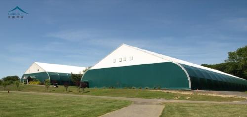 网球场弯柱篷房